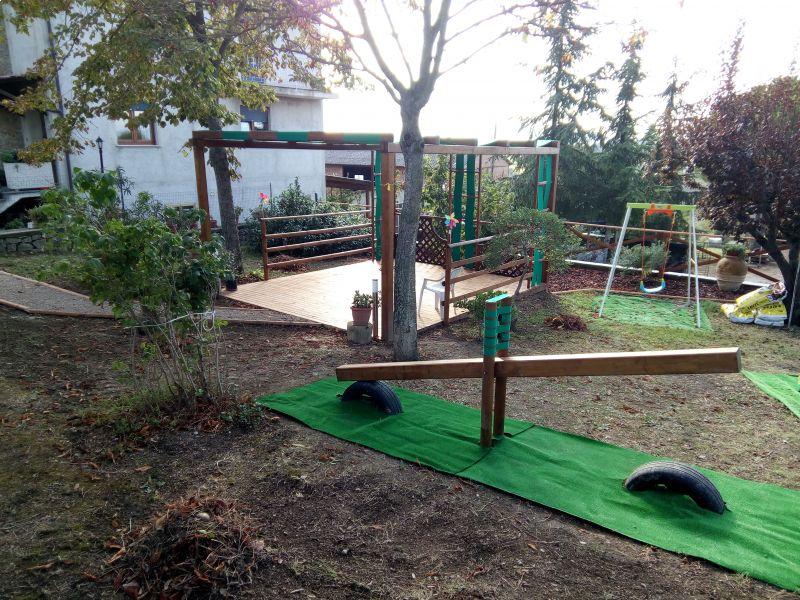 strutture-in-legno-pergolato-e-giochi-per-bambini
