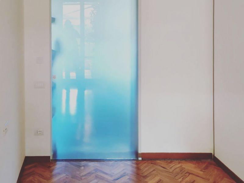 porta-scorrevole-con-anta-in-vetro